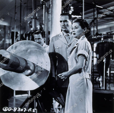 FILM STILLS OF 'EARTH VS. THE FLYING SAUCERS' WITH 1956, DON CURTIS, HUGH MARLOWE, JOAN TAYLOR, ITS & ALIENS! THINGS, SCI-FI, RAY GUN, WEAPON, GUN, STERN, SERIOUS, WAR, AFRAID, SCARED IN 1956