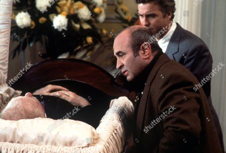 FILM STILLS OF 'PASSED AWAY' WITH 1992, BOB HOSKINS, CHARLIE PETERS, WILLIAM PETERSEN, JACK WARDEN IN 1992