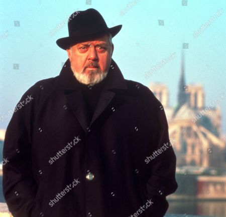 FILM STILLS OF 'PERRY MASON: THE CASE OF THE DESPERATE DECEPTION' WITH 1992, RAYMOND BURR, CHARACTER, PERRY MASON IN 1992