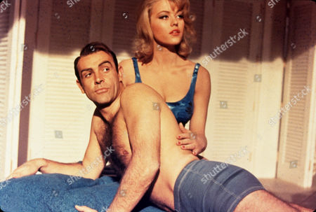 'GOLDFINGER' 1964 Sean Connery and Maggie Nolan