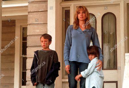 FILM STILLS OF 'NOWHERE TO RUN' WITH 1993, ROSANNA ARQUETTE, KIERAN CULKIN, ROBERT HARMON, TIFFANY TAUBMAN IN 1993