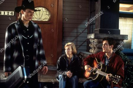 FILM STILLS OF 'THING CALLED LOVE' WITH 1993, PETER BOGDANOVICH, SAMANTHA MATHIS, DERMOT MULRONEY, RIVER PHOENIX IN 1993