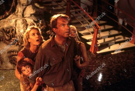 FILM STILLS OF 'JURASSIC PARK' WITH 1993, LAURA DERN, Joseph Mazzello, SAM NEILL, ARIANA RICHARDS, STEVEN SPIELBERG IN 1993