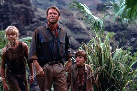 FILM STILLS OF 'JURASSIC PARK' WITH 1993, Joseph Mazzello, SAM NEILL, ARIANA RICHARDS, STEVEN SPIELBERG IN 1993