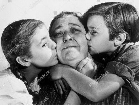 FILM STILLS OF 'GRAPES OF WRATH' WITH 1940, JANE DARWELL, JOHN FORD, DARRYL HICKMAN, SHIRLEY MILLS IN 1940