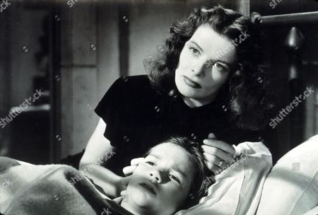 FILM STILLS OF 'KEEPER OF THE FLAME' WITH 1943, KATHARINE HEPBURN, DARRYL HICKMAN, MOTHERING, CHILD, BOY, SICK, ILL, CARING, WORRIED, NURSING, TOUCHING, BED (IN/ON), DISTANT, DRAMA IN 1943