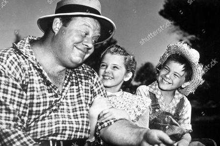 FILM STILLS OF 'SO DEAR TO MY HEART' WITH 1949, BOBBY DRISCOLL, BURL IVES, LUANA PATTEN, HAROLD SCHUSTER IN 1949