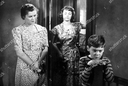 FILM STILLS OF 'WINDOW' WITH 1949, BOBBY DRISCOLL, BARBARA HALE, RUTH ROMAN, TED TETZLAFF IN 1949