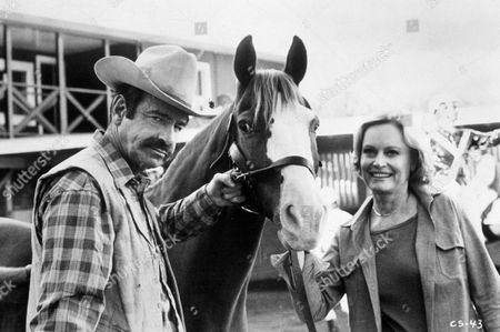 FILM STILLS OF 'CASEY'S SHADOW' WITH 1978, WALTER MATTHAU, MARTIN RITT, ALEXIS SMITH IN 1978
