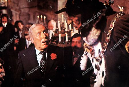 FILM STILLS OF 'THEATRE OF BLOOD' WITH 1973, ROBERT COOTE, DOUGLAS HICKOX, HORROR, VINCENT PRICE, REVENGE IN 1973 FILM STILLS OF 'THEATRE OF BLOOD' WITH 1973, HARRY ANDREWS, DECLAN MULHOLLAND, DOUGLAS HICKOX, HORROR, VINCENT PRICE, REVENGE, DIANA RIGG IN 1973