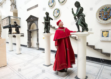 Paul Jesson, as Cardinal Wolsey, with the angels