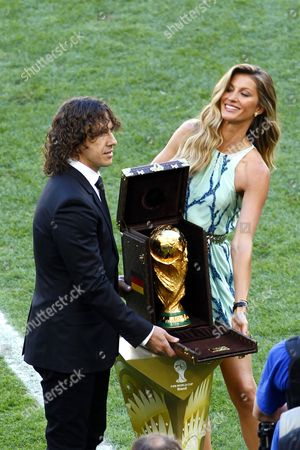 Carlos Puyol and Gisele Bundchen