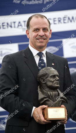 Prince Faisal bin Hussein with a bust of Douglas Bader, at Flying Scholarships for the Disabled presentation ceremony