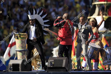 Carlinhos Brown performs during the closing ceremony with Wyclef Jean and Alexandre Pires