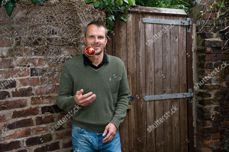 Former Footballer Dietmar Hamann Talks About The Up-coming Ashes.