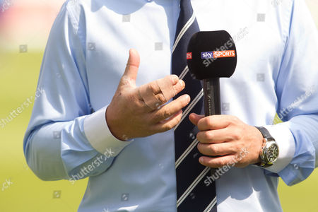 Shane Warne 's broken hand - hit by a Brett Lee delivery in the MCC v Rest of World game  England v India - 2nd Investec Test Match - Day 2 - Lord's Cricket Ground - St. John's Wood, London - 18/07/2014 Mandatory Credit: ANDREW FOSKER / Seconds Left / Rex