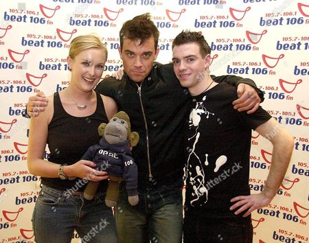 Stock Photo of ROBBIE WILLIAMS WITH RADIO PRESENTERS HEATHER SUTTIE AND DES CLARKE