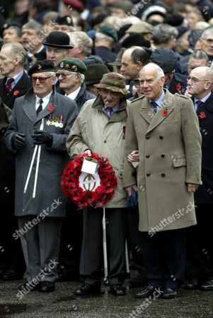 EX SERVICEMEN AT THE CENOTAPH INC SIR PETER DE LA BILLIERE ON THE RIGHT