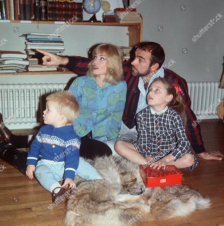SEAN CONNERY WITH WIFE DIANE CILENTO AND FAMILY