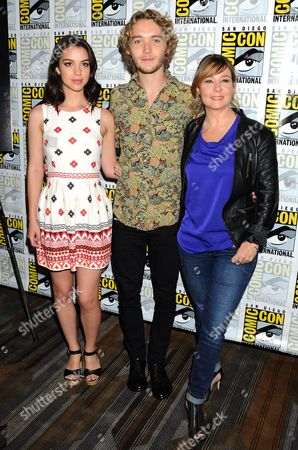 Adelaide Kane, Toby Regbo and guest