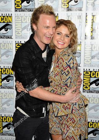 David Anders and Rose McIver