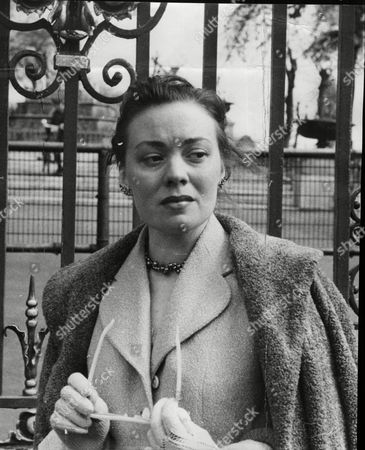 Miss Norma June Spencer At Inquest Of Norman Howarth Hignett Who Drowned Himself.