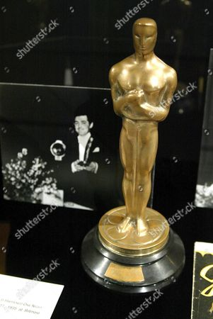 TARNISHED OSCAR FROM 1934 WON BY CLARK GABLE FOR 'IT HAPPENED ONE NIGHT'