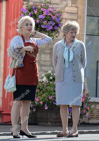 Hetty Baynes (Mo); Julia McKenzie (Shirley Mollison)