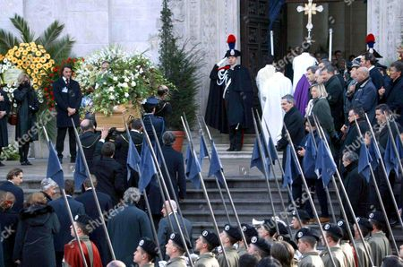 PALL BEARERS CARRYING THE COFFIN INTO THE CATHEDRAL