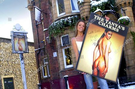 TANYA ROBINSON WITH THE NEW PUB SIGN