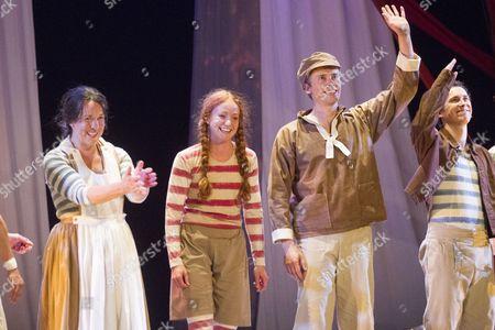 Sarah Goddard (Peg/Ida), Phoebe Thomas (Hetty Feather), Paul Mundell (Gideon) and Isaac Stanmore (Saul)