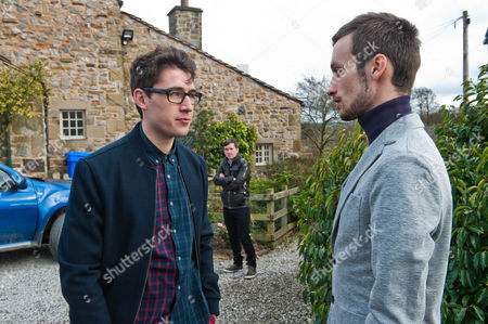 Finn Barton [JOE GILL] is forced to assume Declan's identity after Simon tracks him down at the Haulage officer. Simon is impressed by Finn's supposed wealth and invites him out for a drink at a pricey champagne bar, triggering Finn to take Declan's card again. Despite having a fun night as 'Dexy' Finn's bubble is burst when once again Robbie catches him red handed. But will Finn's words of explanation strike a chord with Robbie Lawson [JAMIE SHELTON]?