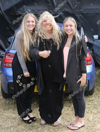Judie Tzuke with daughters Bailey and Tallulah