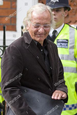 John Pilger leaves the Equadorian Embassy in Central London