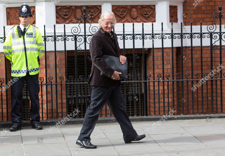 Journalist John Pilger leaves the Ecuadorian Embassy after the press briefing