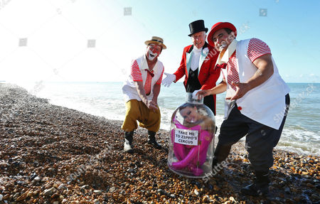 Contortionist Odka washes up on Brighton beach en route to Zippo's Circus, pictured with a couple of clowns and Ringmaster Norman Barrett MBE