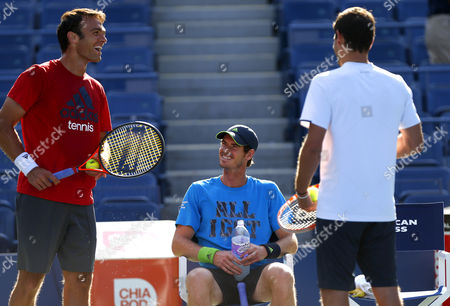 Andy Murray of Great Britain has fun with Ross Hutchins during practice at the US Open, 2014