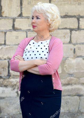 Hetty Banes-Russell (Maureen 'Mo' Lowe)