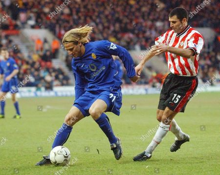 PREMIERSHIP FOOTBALL - SOUTHAMPTON V MANCHERSTER UNITED - DIEGO FORLAN AND FRANCIS BENALI - 01 FEB 2003
