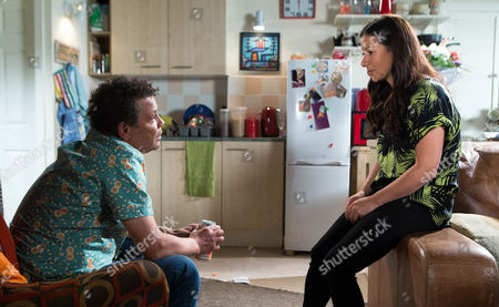 Stock Image of Coronation Street - Ep 8429 Friday 18 July 2014 - 2nd Ep When Julie Carp [KATY CAVANNAGH] throws Dennis Tanner [PHILIP LOWRIE] out during a staged row Rita Tanner [BARBARA KNOX] agrees to let him stay the night with her. Has his plan worked?