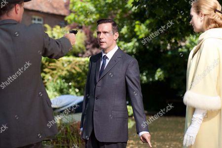 Iain Glen as Inspector Mulligan, Jack Davenport as Otto Powell and Natasha Little as Elizabeth Powell