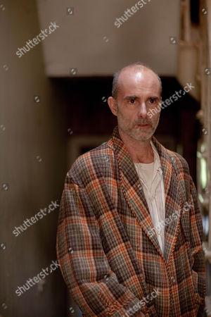 Finbar Lynch as Monty Meecher.