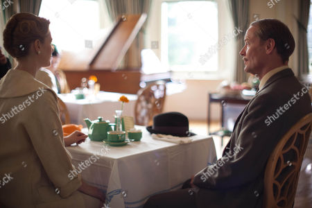 Natasha Little as Elizabeth Powell and Iain Glen as Inspector Mulligan.