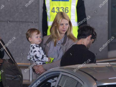 Stock Photo of Claire Danes, Hugh Dancy and son Cyrus Dancy
