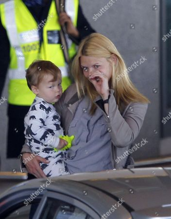 Claire Danes carrying her son Cyrus Dancy