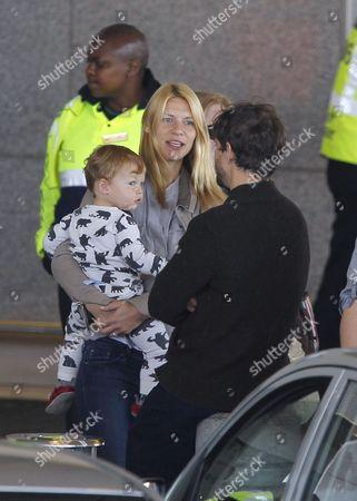 Stock Image of Claire Danes, Hugh Dancy and son Cyrus Dancy