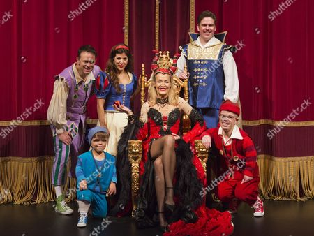 Chris Jarvis, Aimie Atkinson ; Jerry Hall ; Shaun Dalton, Paddy Holden and Phil Holden at the front.