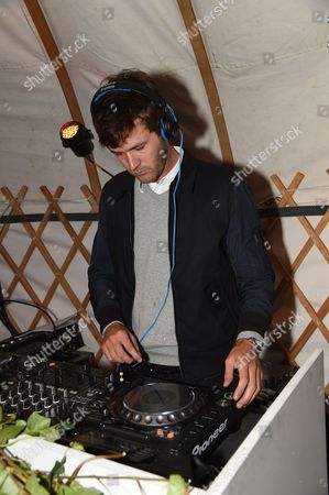 Isaac Ferry DJs