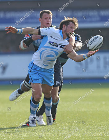 Glasgow Warriors Peter Horne juggles with the ball as he's tackled by Cardiff Blues Matthew Rees