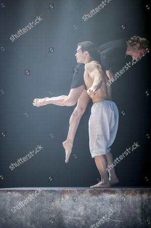 Tommy Franzen and Zenaida Yakowsky in Kim Brandstrup's Leda and the Swan